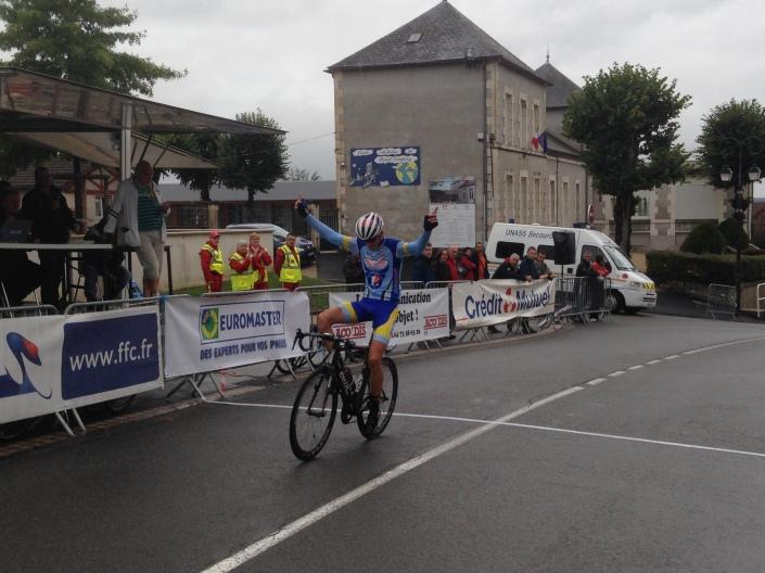 Victoire de Dylan HERCHEL à Toulon sur Allier